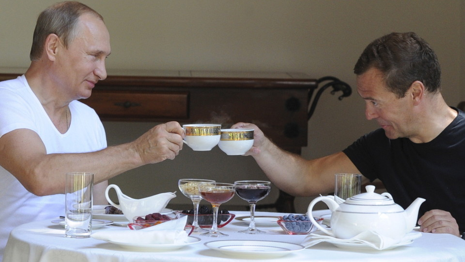 Russian President Vladimir Putin and Prime Minister Dmitry Medvedev toast with tea cups during breakfast at the Bocharov Ruchei state residence in Sochi, Russia, August 30, 2015. REUTERS/Yekaterina Shtukina/RIA Novosti/Pool ATTENTION EDITORS - THIS IMAGE HAS BEEN SUPPLIED BY A THIRD PARTY. THIS IMAGE WAS PROCESSED BY REUTERS, AN UNPROCESSED VERSION HAS BEEN PROVIDED SEPARATELY. - RTX1QA1P